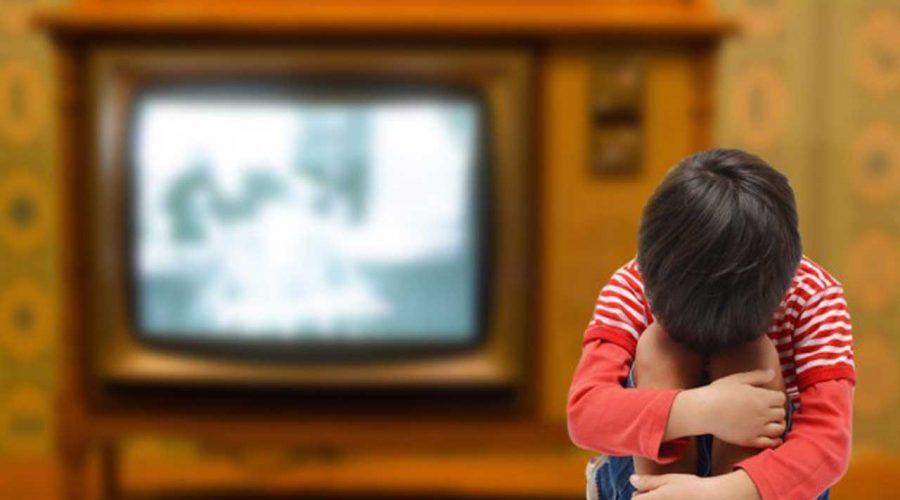 اثرات منفی دیدن تلویزیون برای کودک