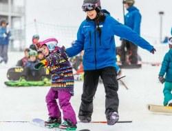 چگونه می توانیم فرزندمان را در ورزش های زمستانی کودکانه شرکت دهیم؟
